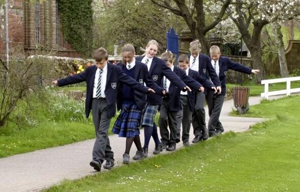 留英低龄化 寄宿中学备受受青睐与关注